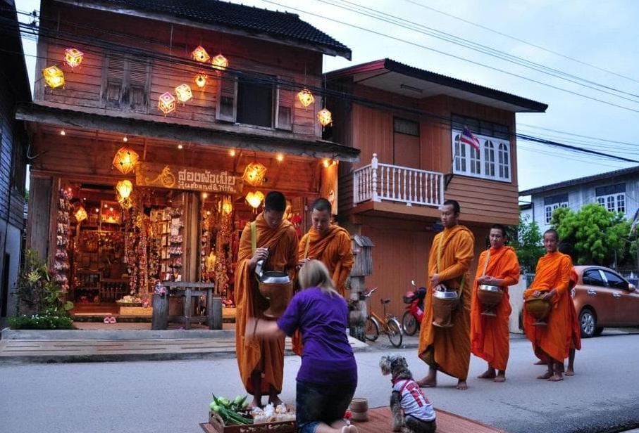 monk alms in chiang khan