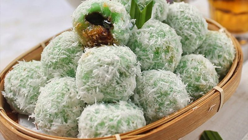 Klepon: Green sticky rice balls from Indonesia