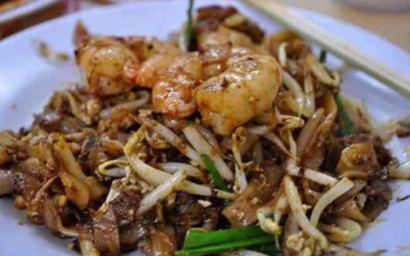 char kuey teow - must eat malaysia foods