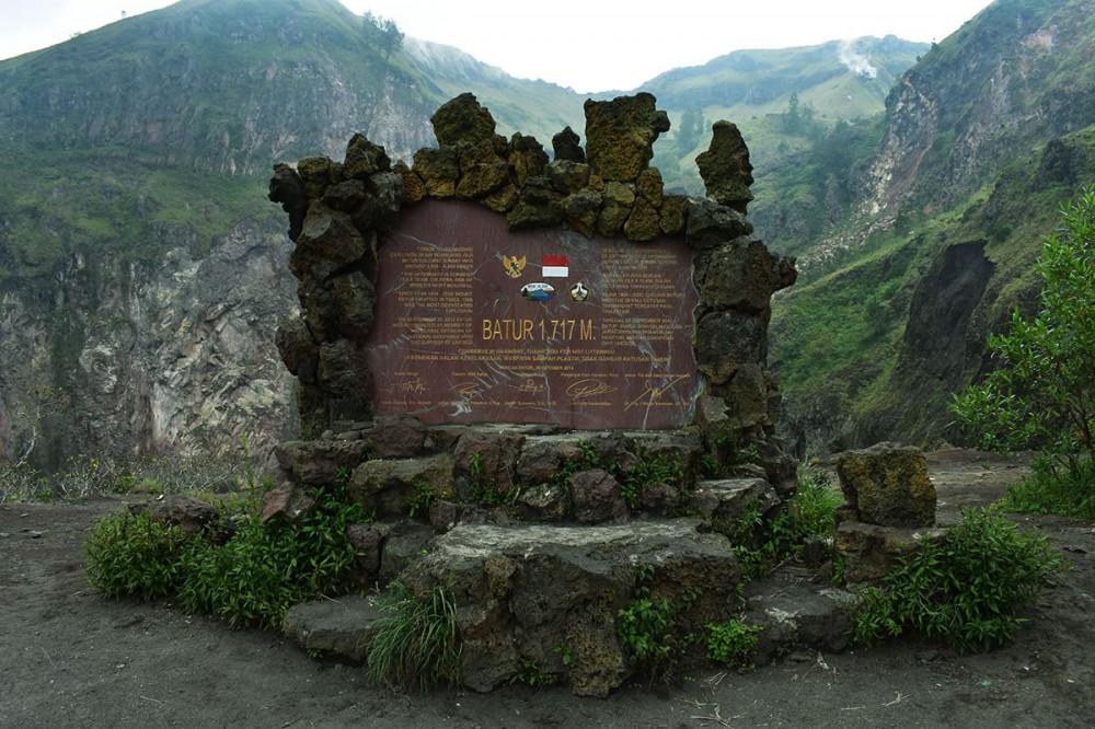 Mount Batur sign